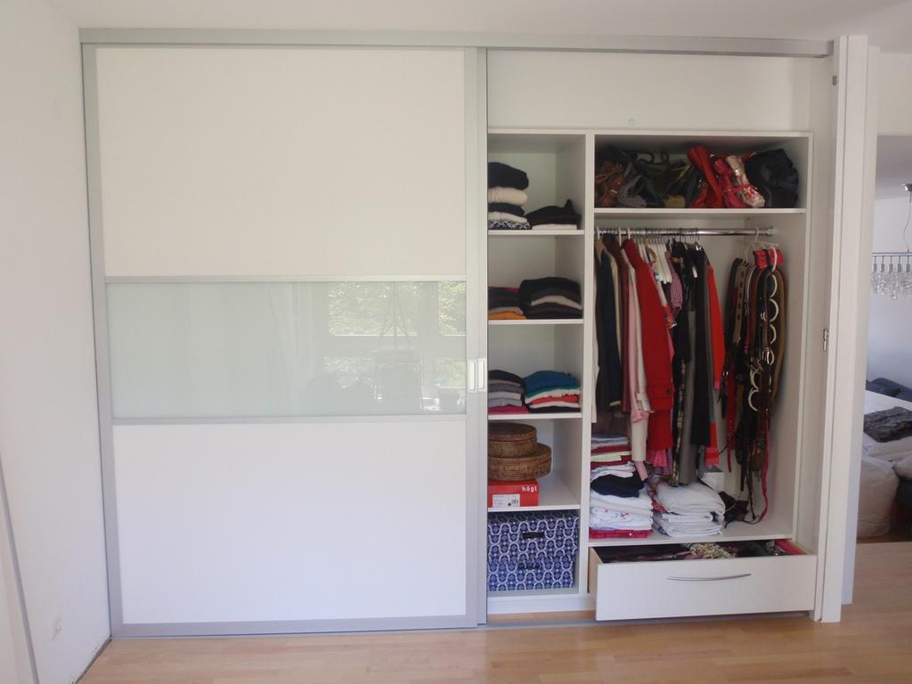 geniale-Küche und geniale-Einrichtung - Schlafzimmerschrank